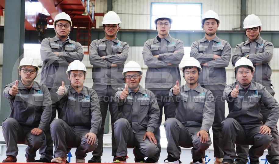 El equipo de ingenieros de Beston