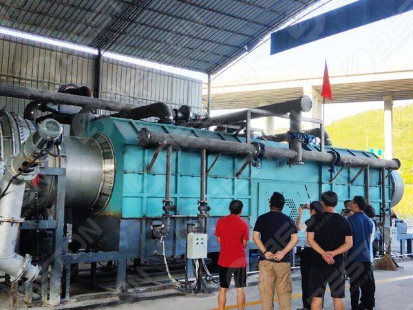 Máquina de fazer carvão de palha instalada na China
